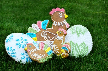 Hand decorated Easter gingerbread Standard-Bild