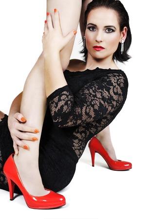Portrait der schönen Frau, die hält jemand die Beine