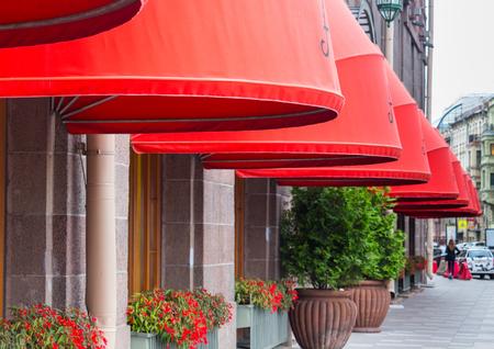 晴れた日の外観斜視のセントペテルスブルグ、ロシアにボルダ モルスカヤ通りでアストリア ホテル
