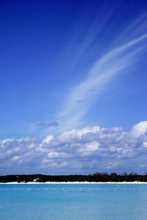 Mooie wolken en water in het Caribisch gebied Stockfoto