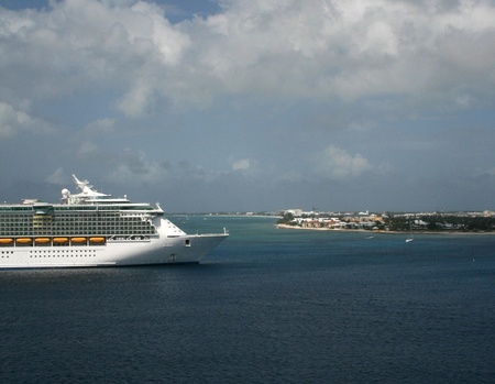 A cruise ship rides at anchor off the Mexican port of Cozumel. Stok Fotoğraf