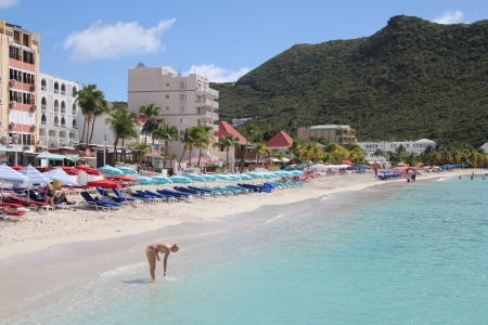 dwi: A beautiful beach along the harbor in the port city Phillipsburg, St  Martin, DWI