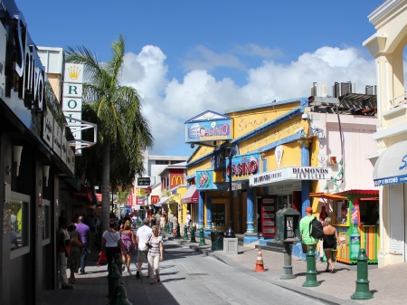 A view the historic picturesque downtown shopping area in the capitol city of Philipsburg on the Caribbean island of St Martin  Sint Maarten  in the Dutch West Indies  新聞圖片