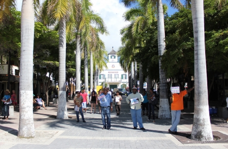 dwi: Taxi drivers and tour operators greet cruise ship passengers as the head into the Dutch capitol of Phillipsburg on the Caribbean island of St  Martin  Sint Maarten  Dutch West Indies  DWI  Editorial