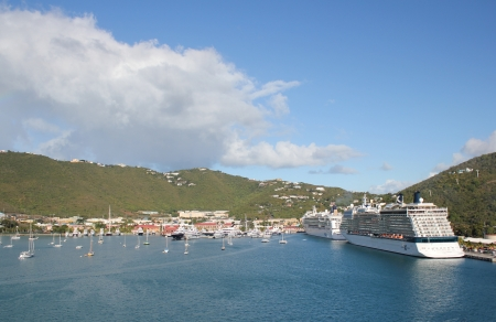 literas: Cruceros enclavado en sus literas en la ciudad portuaria de Charlotte Amilee, St Thomas, Islas V�rgenes de EE.UU.