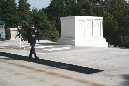 A member of the U S  Army honor guard walking his post at the Tomb of the Unknown Soldiers at Arlington National Cemetery, Arlington, Virginia  Éditoriale