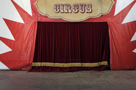 Circus stage with closed curtain Banque d'images