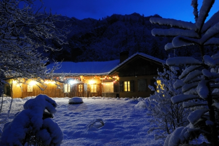 holiday lighting: mysterious house