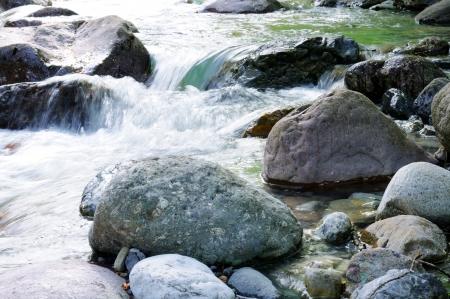 flowing river: que fluye el r�o Foto de archivo