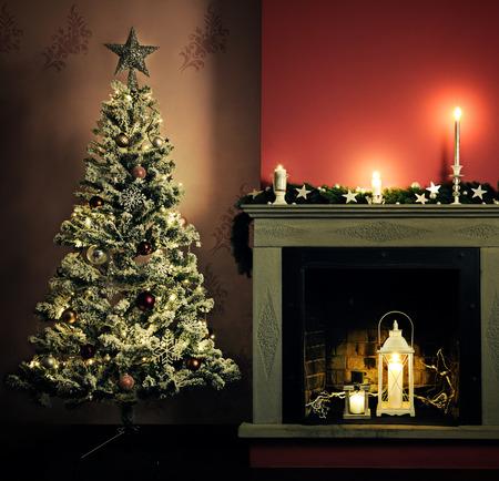 camino natale: Natale decorazione domestica Archivio Fotografico