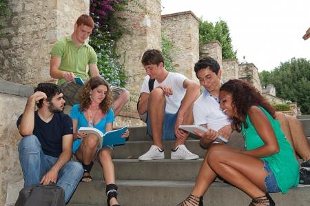 adolescencia: Grupo multicultural de estudiantes universitarios, Italia
