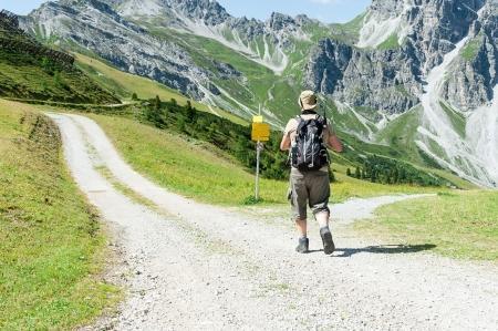 Man in front of crossroads in the mountain Standard-Bild