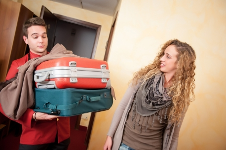 Bellhop Moving Heavy Luggage,Italy Standard-Bild