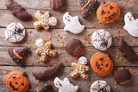 halloween bats: Festive Gingerbread Halloween on the table. horizontal view from above