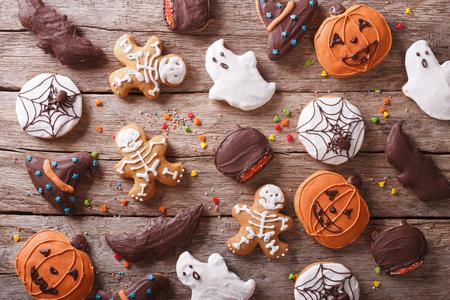 Festliche Lebkuchen Halloween auf dem Tisch. horizontale Ansicht von oben