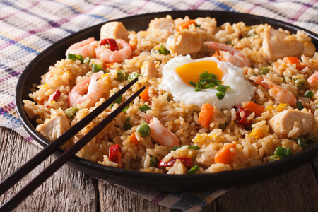 Indonesian nasi goreng with chicken, shrimp and vegetables close-up Stock fotó