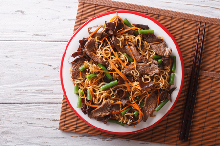 Chinese noodles with beef, muer and vegetables close-up on a plate. horizontal view from above 스톡 콘텐츠