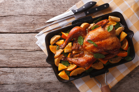 Homemade roasted chicken with apples and oranges in a pan. horizontal top view Stok Fotoğraf