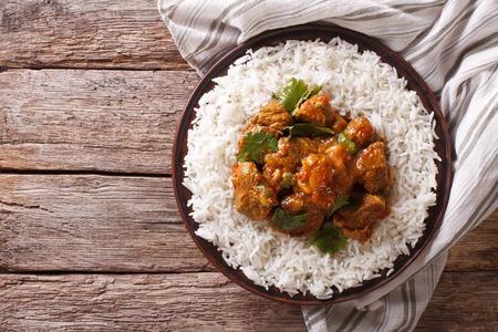 インド料理: 表のバスマティ米牛肉のマドラス。上から水平ビュー