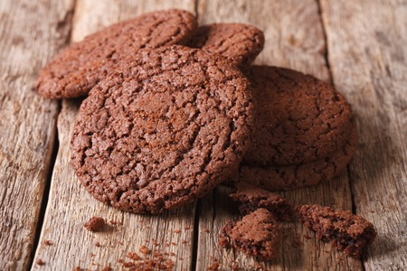 galleta de chocolate: Homemade chocolate cookies close-up on the table. horizontal, rustic