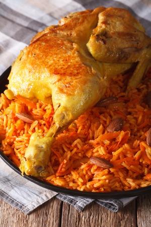 arabic food: La comida tradicional �rabe: Kabsa con pollo y almendras en primer plano en un plato. vertical