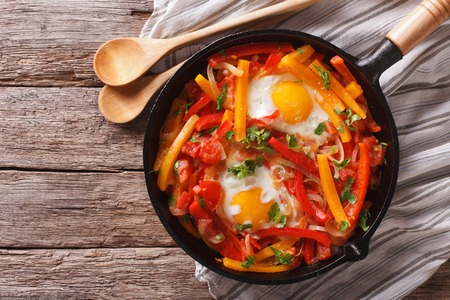 traditional Basque piperade with eggs close-up in a pan. horizontal view from above Banque d'images
