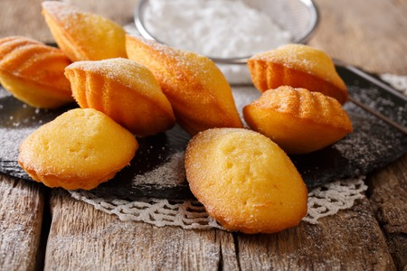 Homemade French biscuit Madeleine close-up on the table. Horizontal background Stockfoto