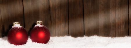 Christmas Balls in the snow in front of wooden background with copy space Zdjęcie Seryjne - 46783092