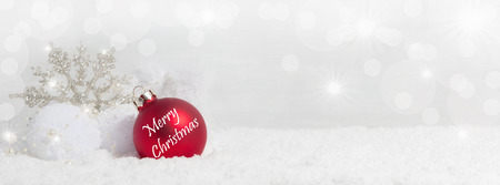Kerstmisachtergrond met sneeuwkristallen, sneeuw en Exemplaarruimte