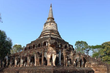 chang: Wat Chang Lom Si Satchanalai Historical Park Thiland Stock Photo