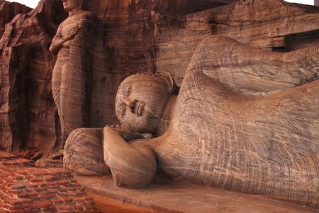 buddha sri lanka: Buddha statue in Sri Lanka