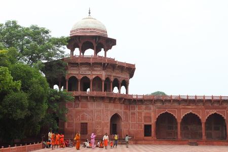 jehan: gate in front of Taj Mahal