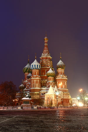 St. Basil's Cathedral on Red Square in Moscow. Winter Night illumination. Banque d'images