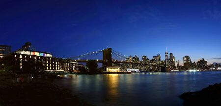 Panorama New York City downtown skyline and Brooklyn bridge at sunset Banco de Imagens