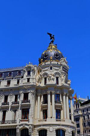 Paesaggio urbano in Calle de Alcala e Gran Via, la principale via dello shopping di Madrid, Spagna, Europa.