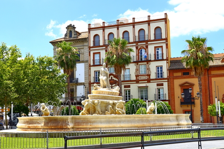 Fuente Hispalis, la Fuente de Sevilla, en la Plaza Puerta de Jerez en Sevilla - España, Andalucía
