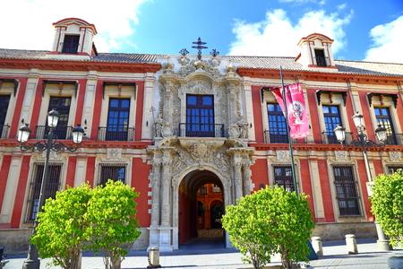 Hermosa calle colorida de Sevilla, Andalucía, España. Editorial