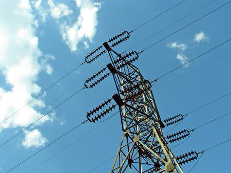 energia electrica: La l�nea de alimentaci�n el�ctrica Foto de archivo