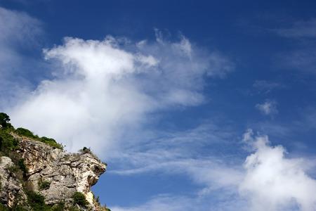 uneven edge: cliff