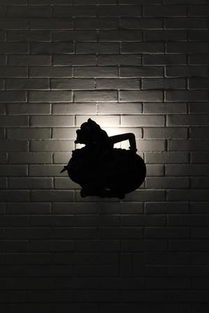 """La silueta del títere javanés, llamado """"Wayang"""". El personaje es Semar, uno divino y sabio. La foto fue tomada en noviembre de 2017. Foto de archivo - 91370371"""