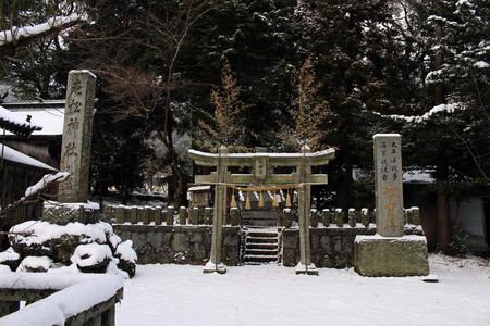 Onechi Shrine in Iizuka, Fukuoka, Japan, during snow.