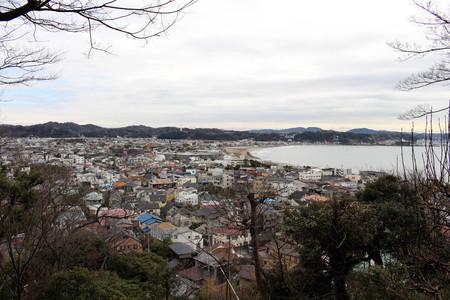 Translation: Lookout view of Kamakura city, from Hase-dera or Hase-Kannon Temple. Taken in Kanagawa, Japan - February 2018. Standard-Bild - 98925105