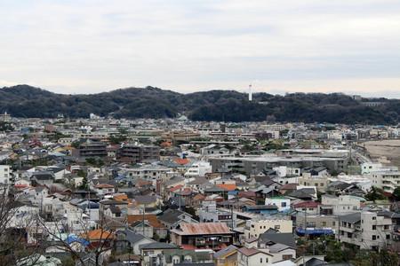 Translation: Lookout view of Kamakura city, from Hase-dera or Hase-Kannon Temple. Taken in Kanagawa, Japan - February 2018. Standard-Bild - 98903662