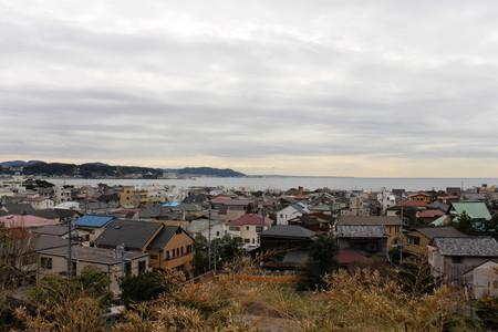 The lookout view of Kamakura city, from Hase-dera Temple. Taken in Kanagawa, Japan - February 2018. Standard-Bild - 98917851