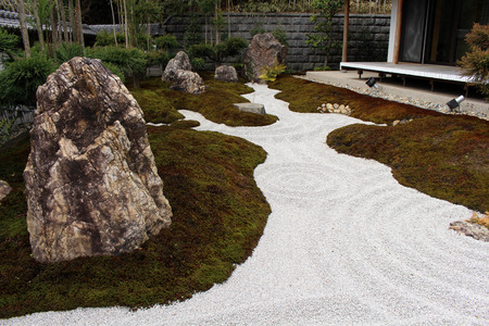 The Japanese zen garden at Hase-dera or Hase-Kannon temple complex. Taken in Kanagawa, Japan Standard-Bild - 98898218
