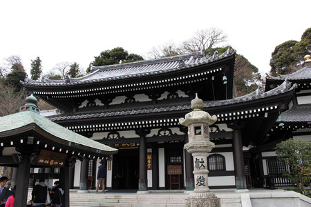 Translation: Hase-dera or Hase-Kannon Buddhist Temple in Kamakura. Taken in Kanagawa, Japan - February 2018. Standard-Bild - 98938747