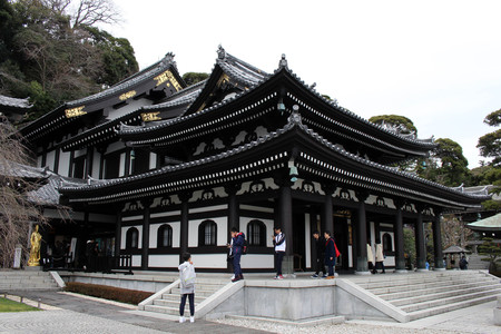 Translation: Hase-dera or Hase-Kannon Buddhist Temple in Kamakura. Taken in Kanagawa, Japan - February 2018. Standard-Bild - 98938722