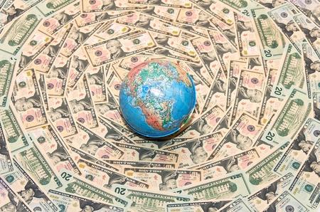 margen: Fondo del dinero. El fondo de d�lares. Globo en d�lares estadounidenses. Econom�a mundial