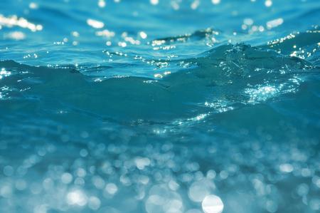 splash de agua: Antecedentes de las olas del mar. Pequeña profundidad de nitidez.