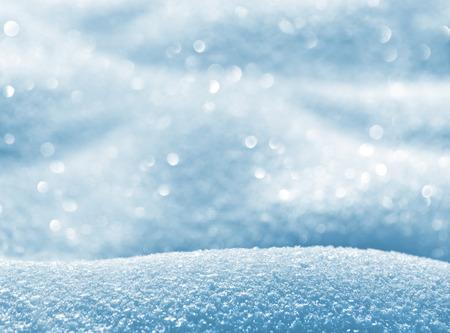 光沢のある雪で冬の自然のバック グラウンドをドリフトします。
